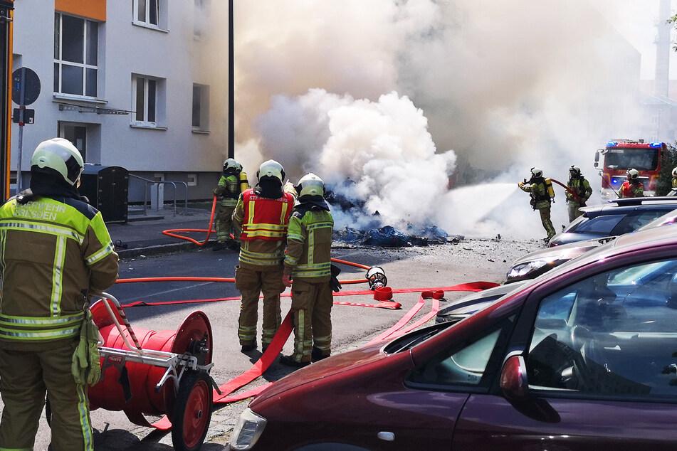 Zahlreiche Kameraden der Feuerwehr rückten an und löschten den Brand.