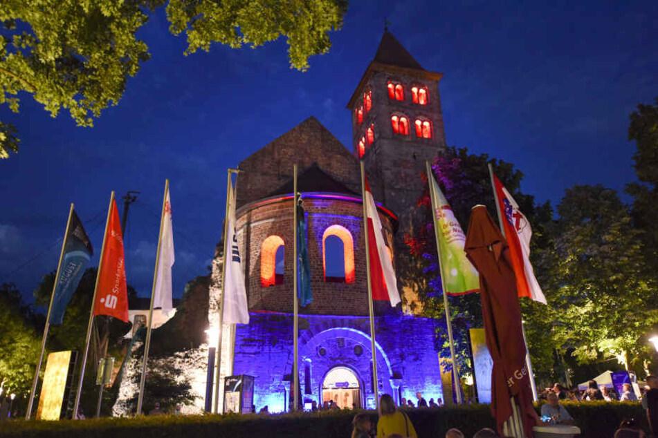 Die Eröffnungs-Zeremonie findet in der Bad Hersfelder Stiftsruine statt (Archivbild).