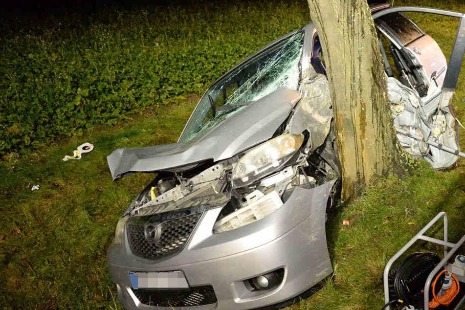 Die Autofahrerin geriet in einer Linkskurve von der Straße.