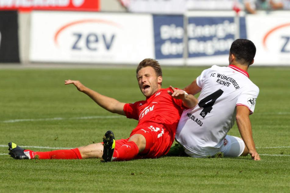 Die Niederlage gegen Würzburg war für Mike Könnecke (l.) im wahrsten Sinne des Wortes schmerzhaft.