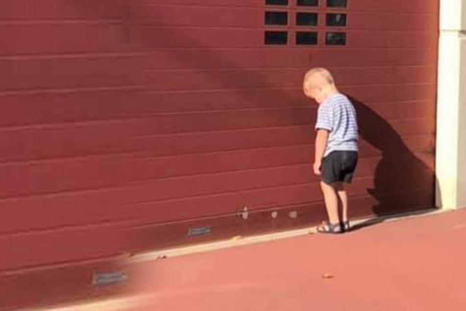 Das steckt hinter diesem traurigen Bild eines kleinen Jungen