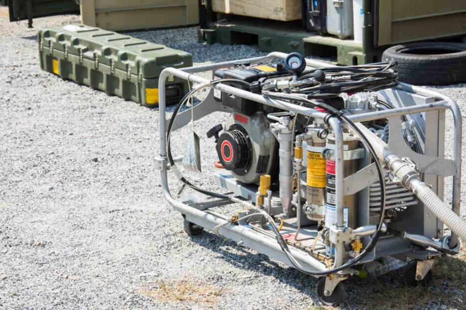 Die Täter zündeten einen Stromgenerator an. (Symbolbild)