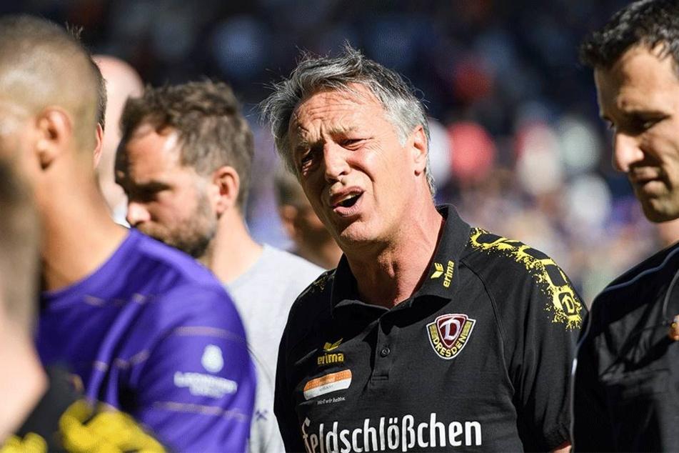 Dynamo-Coach Uwe Neuhaus sah zur Pause nicht glücklich aus. Am Ende konnte aber auch er sich über den Punkt freuen.