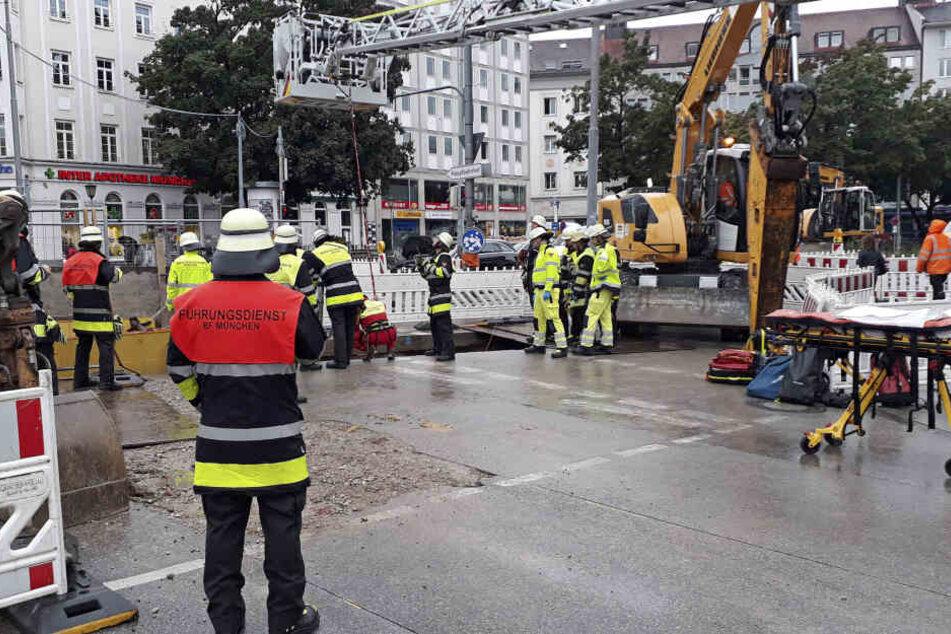 Bauarbeiter stürzt in der Maxvorstadt in einen Schacht und knallt auf Eisenträger