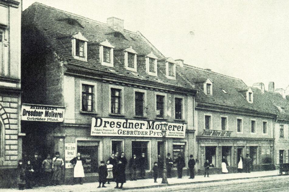 """Außenansicht der """"Dresdner Molkerei Gebrüder Pfund"""" zur Firmengründung am 9. September 1880 auf der Bautzner Straße 41."""