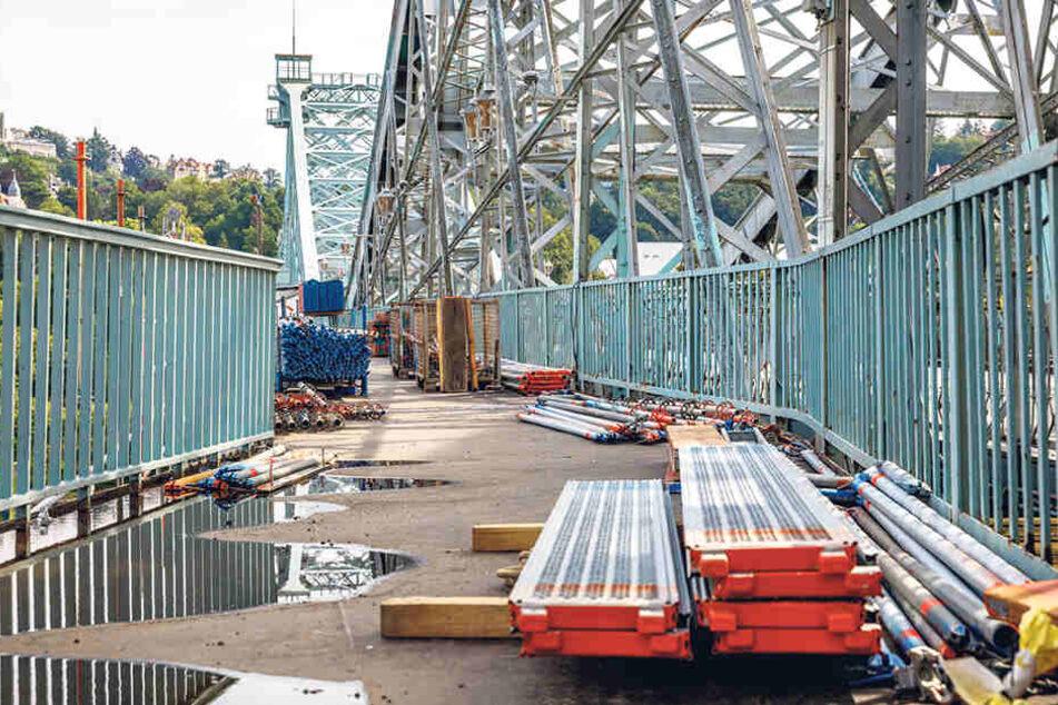Der Fußweg am Blauen Wunder kann nur saniert werden, weil Geld für den Korrosionsschutz der Brücke abgezweigt wird.