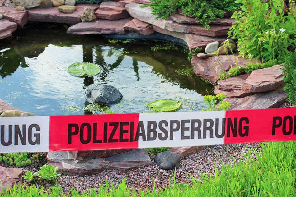 Der 57-Jährige wurde leblos in seinem Gartenteich entdeckt. (Symbolbild/Montage)