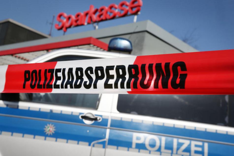 In der Nacht zum Samstag wurde ein 61 Jahre alter Mann tot in seiner Wohnung in Könnern (Salzlandkreis) gefunden. Tatverdächtig ist sein junger Nachbar.