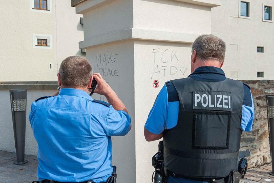 Schmierereien an Schloss Freudenstein in Freiberg: Weil es sich um linke  Schriftzüge handelt, ermittelt der Staatsschutz.