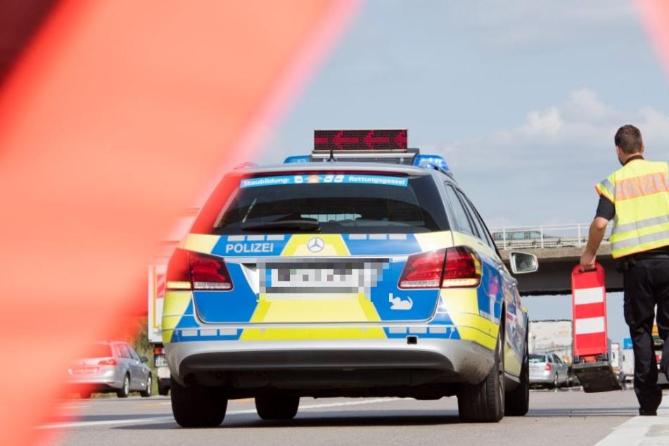 Erst am Flughafen konnte der Flüchtige von der Polizei gestellt werden. (Symbolbild)