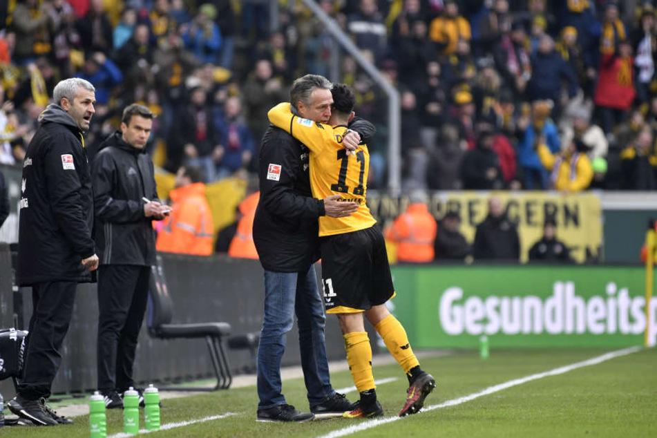 Den 1:1-Ausgleich markierte Aias Aosman, der anschließend Geburtstagskind Uwe Neuhaus herzte.