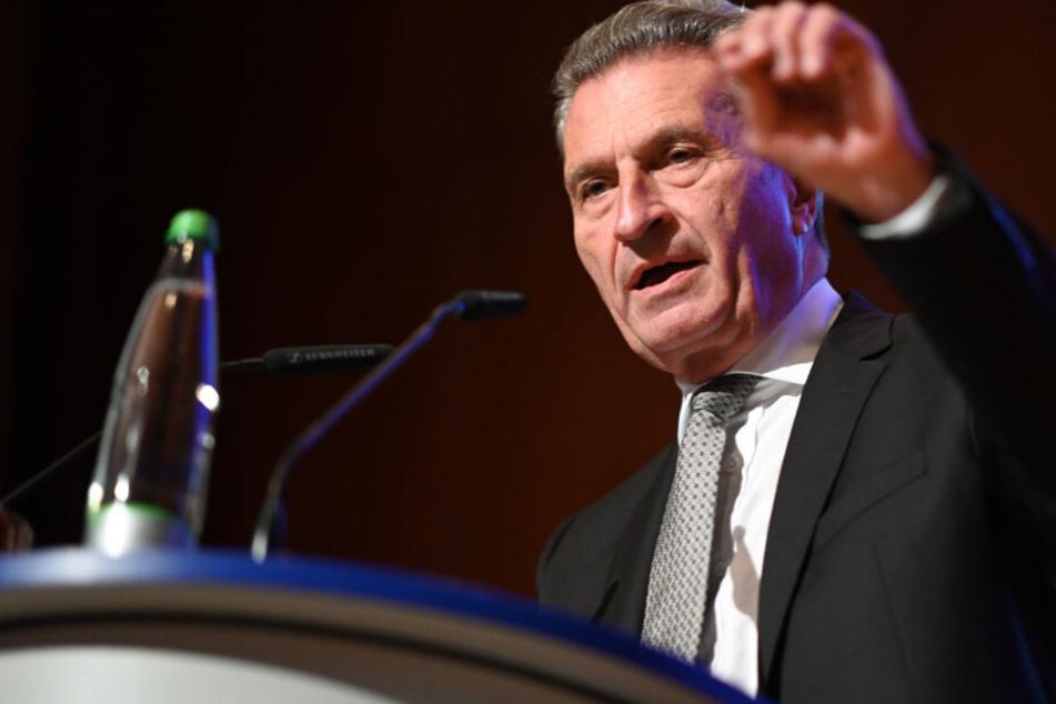 CDU: Günther Oettinger drängt Kramp-Karrenbauer zur Klärung der Kanzlerkandidatur