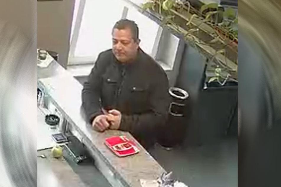 Dieser Mann soll mehrere hundert Euro in Heiligenstadt erbeutet haben.