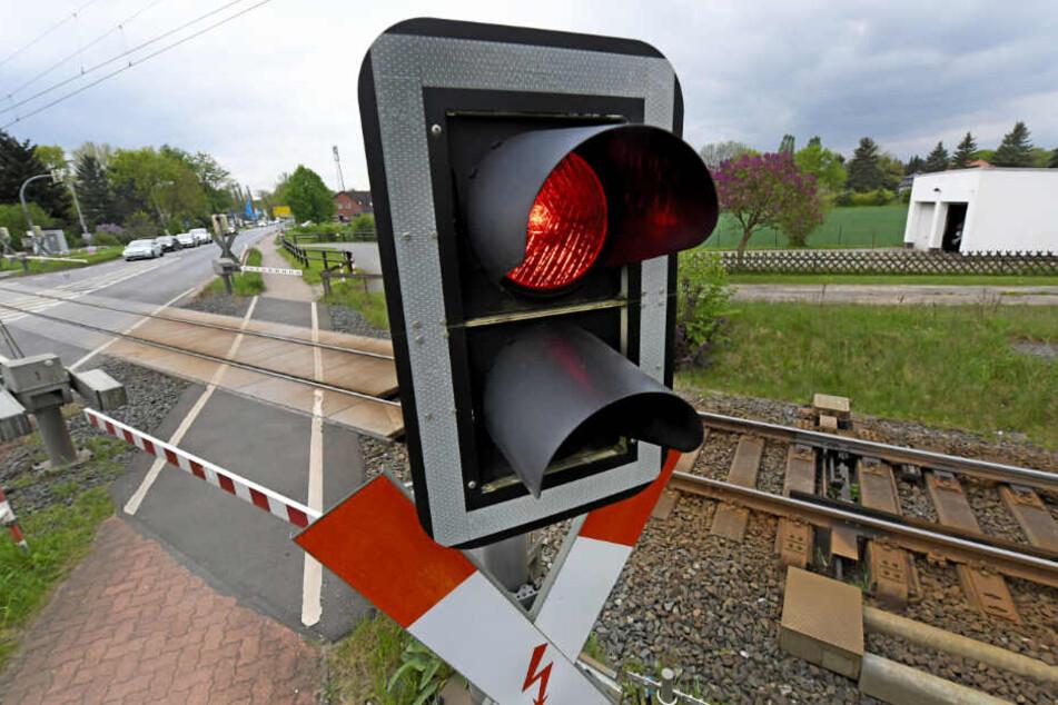 Der Bahnübergang bei Ingolstadt ist beschrankt. (Symbolbild)