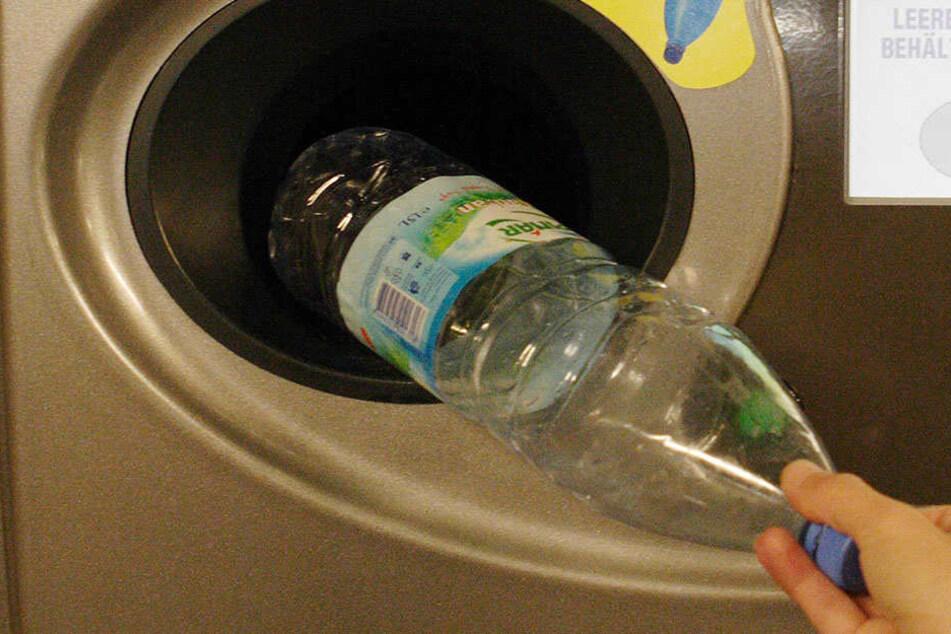 Auf Plastikflaschen werden 25 Cent Pfand gewährt.