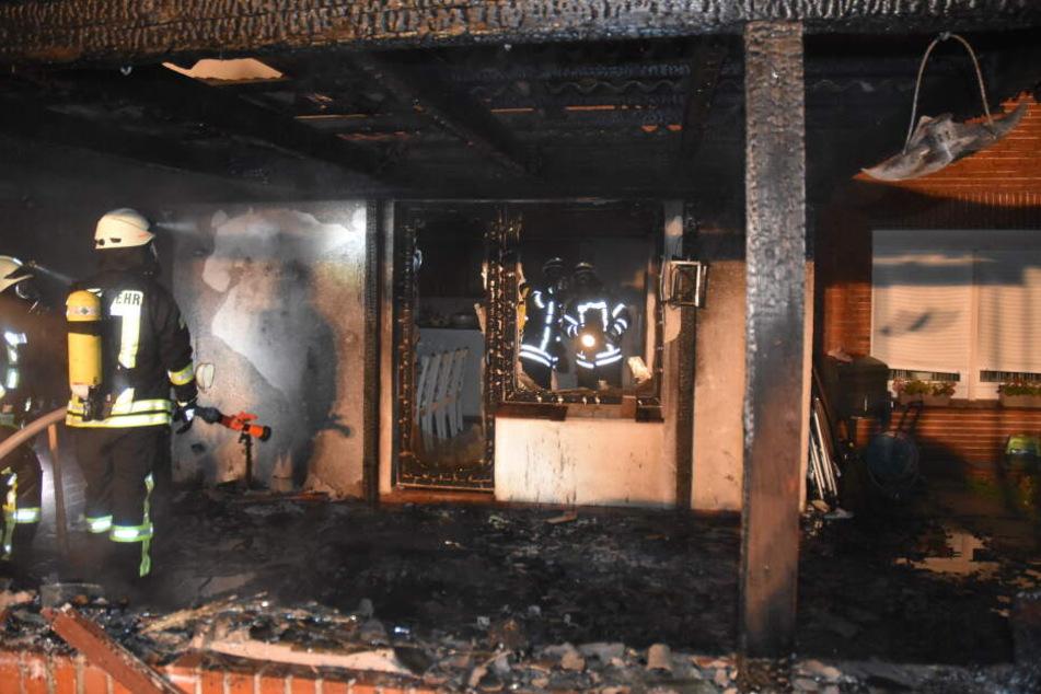 Das Feuer hat auf der Terrasse und in der Küche des Hauses heftig gewütet.