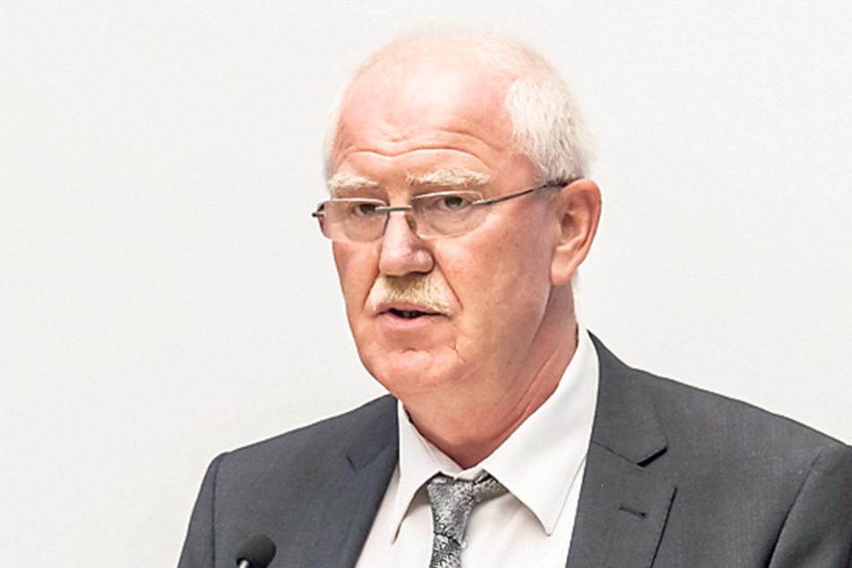Sorgenvoller Blick bei Zwickaus Finanzbürgermeister Bernd Meyer (Linke).