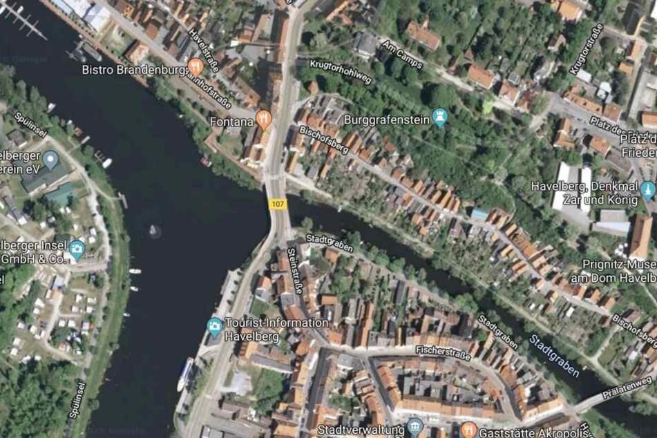 Der Unfall ereignete sich kurz hinter der Havelbrücke.