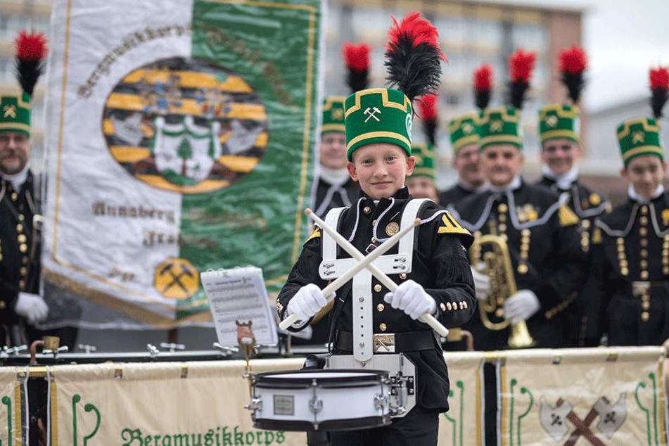 Kleiner Trommler ganz groß: Veit Nestler (12) aus Annaberg-B./Frohnau ist stolz auf seinen bergmusikalischen Verein.