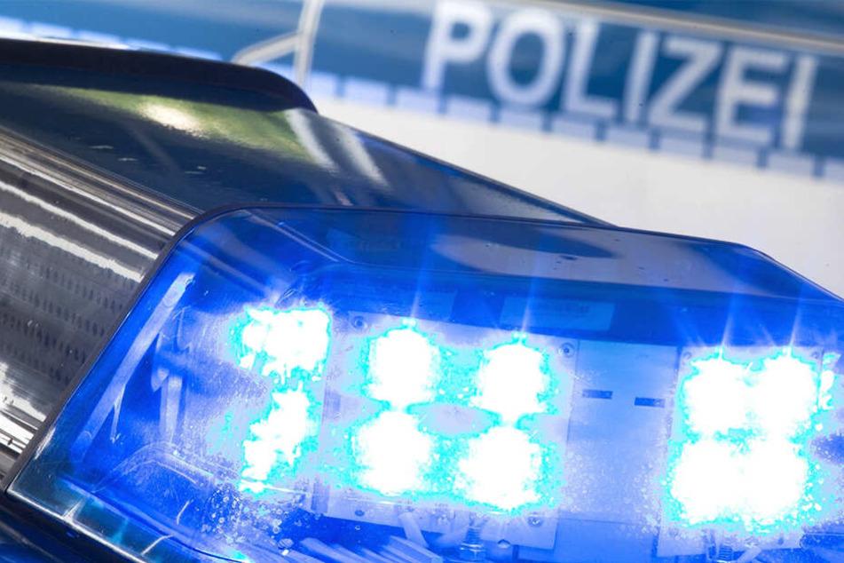 Heftige Schlägerei in Bautzen: Männer prügeln sich vor Kneipe, dann fliegt ein dreckiger Bremsklotz