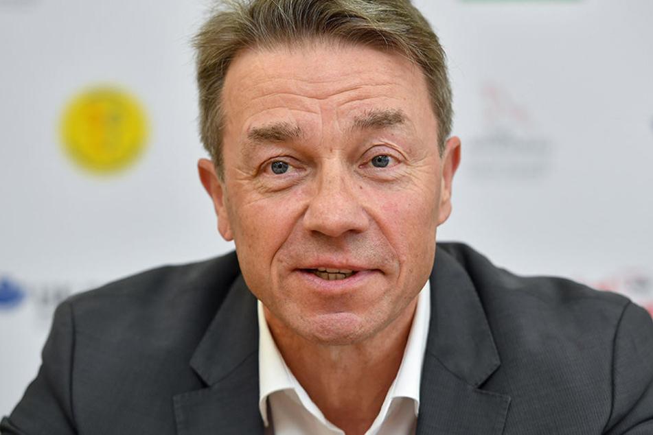 Der brandenburgische Bildungsminister Günter Baaske (SPD) beim Besuch der Lenné-Grundschule in Frankfurt (Oder).