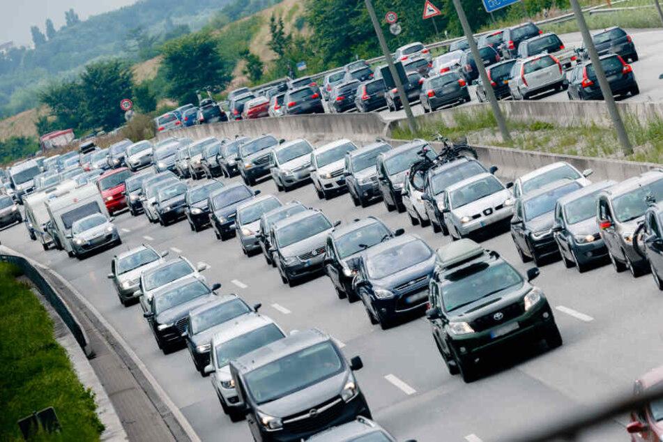 Auf den Autobahnen rund um Hamburg droht an den Ostertagen Staugefahr.