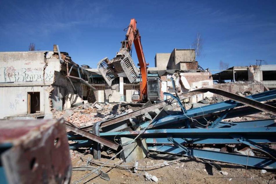 """Der Abriss der ehemalige Strickwarenfabrik """"Aktivist"""" in Zwickau begann im Frühjahr 2017, nun werden die Arbeiten abgeschlossen."""