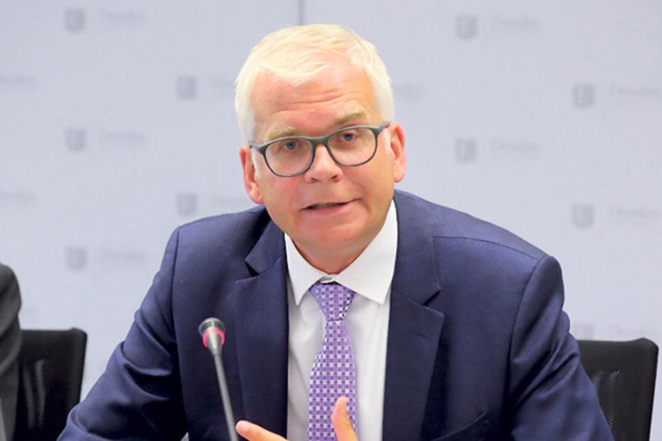 Hat ein Milliarden-Euro-Problem: Bildungsbürgermeister Hartmut Vorjohann (54, CDU).