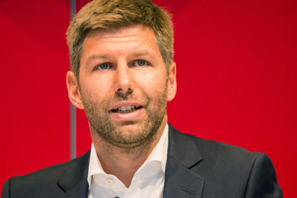 Thomas Hitzlsperger, damaliger Sportvorstand des VfB Stuttgart, hält bei der Mitgliederversammlung im Juli 2019 eine Rede.