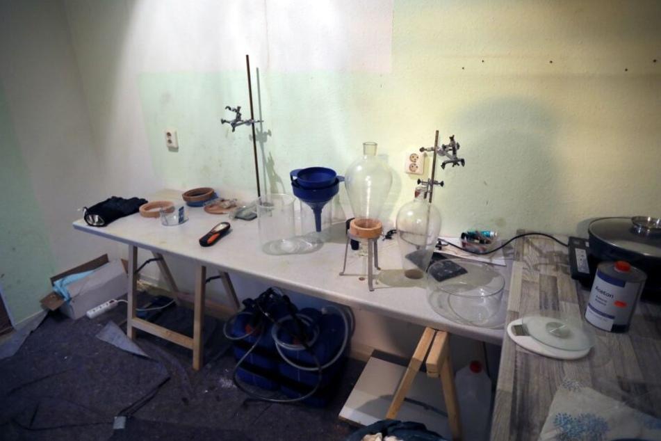 Die Polizei entdeckte in Oelsnitz unter anderem ein Drogenlabor zu Herstellung von Crystal.