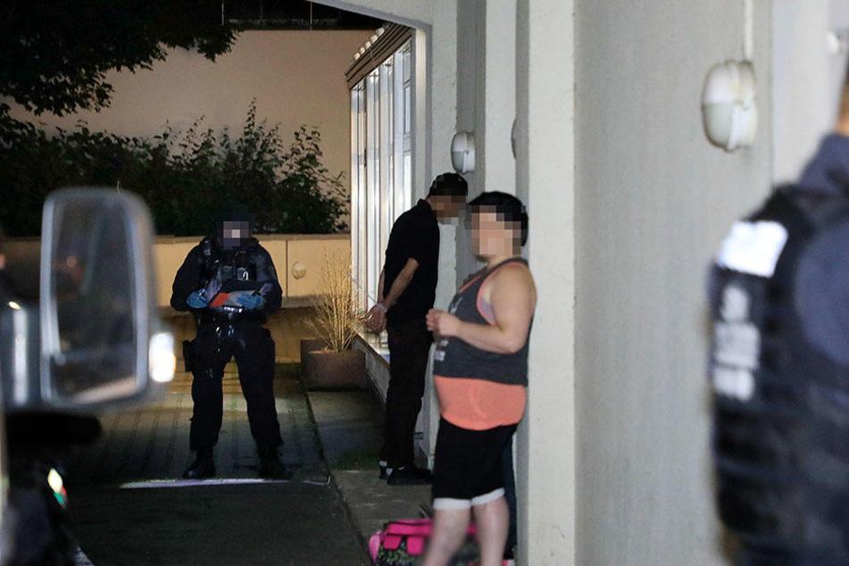 Eine mit Haftbefehl gesuchte Person konnte festgenommen werden.