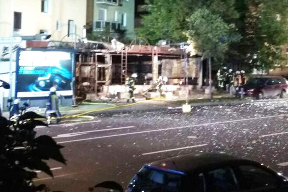An der Shisha-Bar entstanden schwere Schäden, war es eine Explosion? Die Polizei ermittelt.