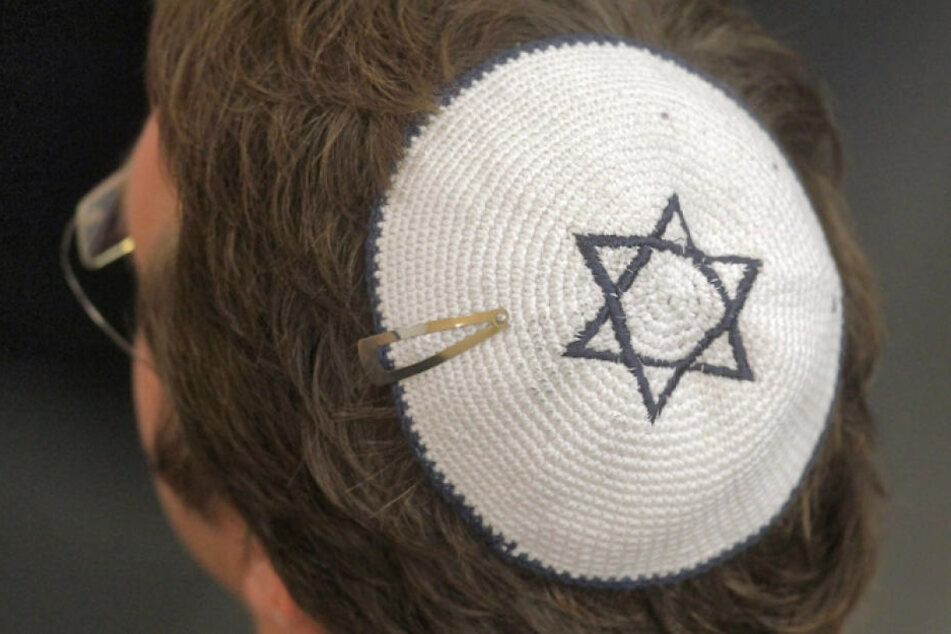 Ein Mann mit Kippa und Davidstern wurde antisemitisch beleidigt. (Symbolbild)