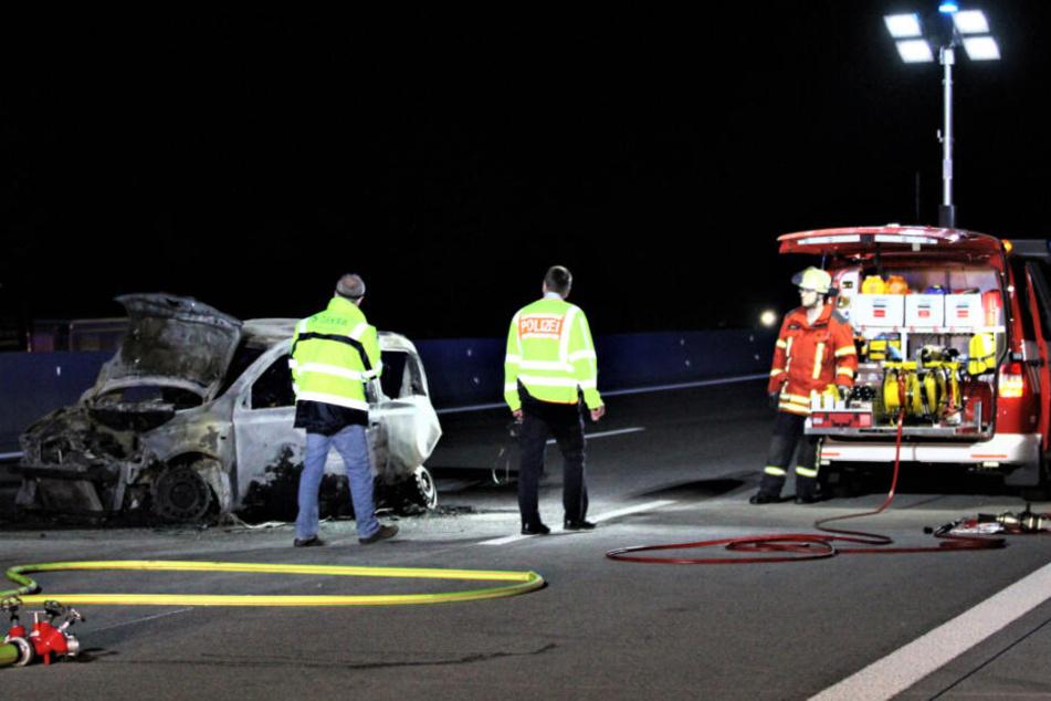 Einsatzkräfte an der Unfallstelle auf der A5.