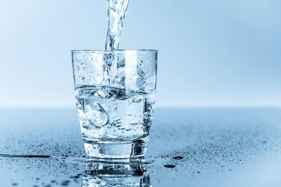 In Frankfurt ist der Trinkwasserverbrauch besonders hoch: 150 Liter pro Kopf und Tag (Symbolbild).