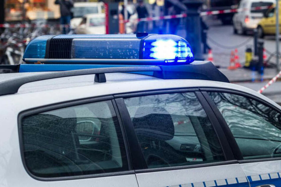 Die Polizei konnte den Raser festnehmen, nachdem er ein Einsatzfahrzeug gerammt hatte (Symbolbild).