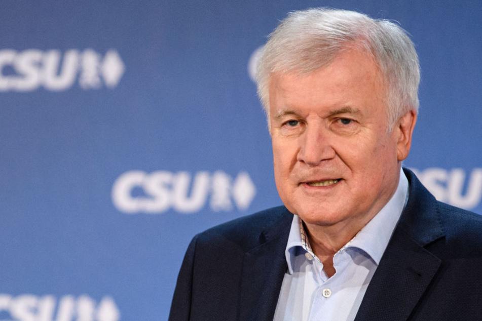 Horst Seehofer gibt den Tag seines Rücktritts bekannt