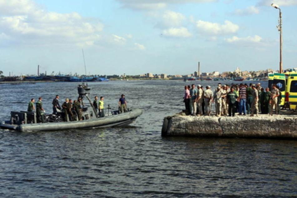 Weil die Flüchtlingsboote überfüllt und brüchig sind, sterben immer wieder Flüchtlinge bei ihrem Versuch, das Mittelmeer zu überqueren.