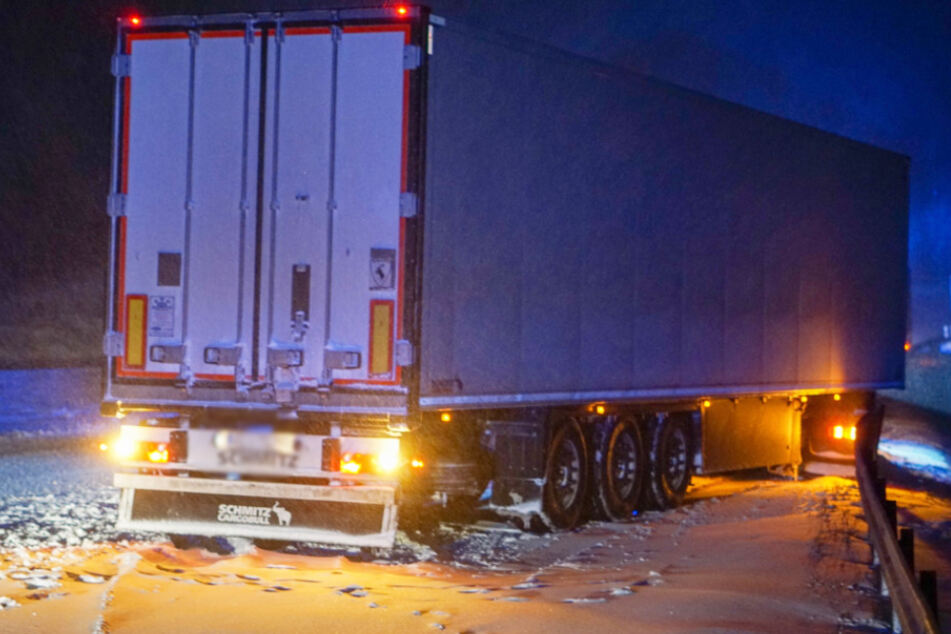 Winterliches Verkehrschaos in Sachsen bleibt vorerst aus: Nur die Brummis kämpfen auf A4 und A14!