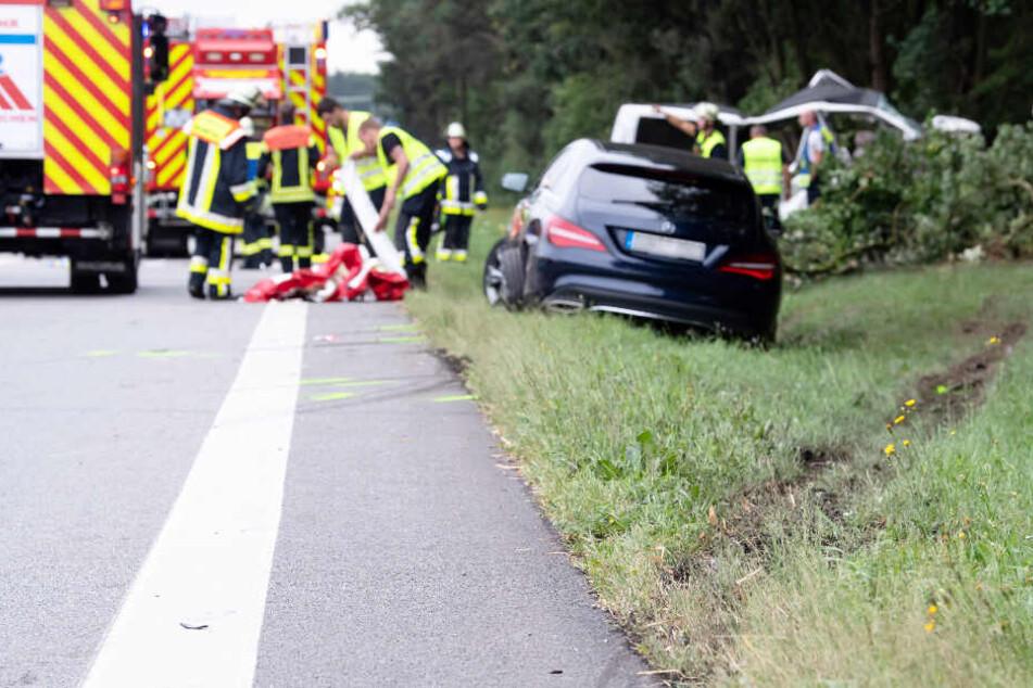 Zum Zeitpunkt des Unfalls auf der A8 saßen fünf Menschen in dem Kleinbus