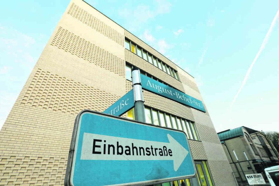 Der Millionen-Anbau am Zwickauer Finanzamt wird ab sofort von rund 100 weiteren Beamten genutzt.