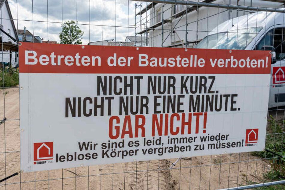 """""""Leblose Körper"""": Schock-Schild sorgt für Ruhe auf Baustelle"""