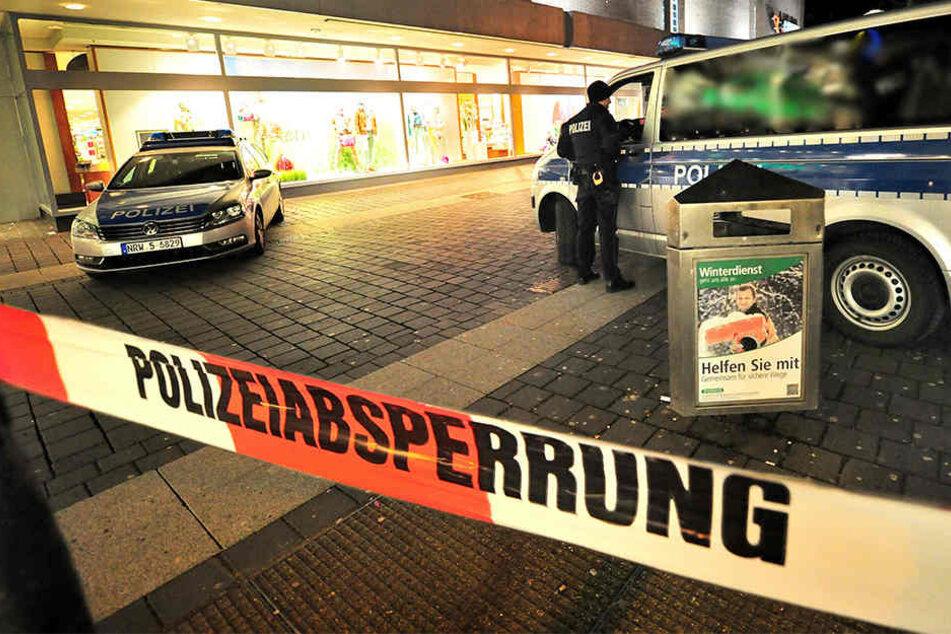 Vor der Sparkassen-Filiale in der Stresemannstrae kam es zu der Messerstecherei.