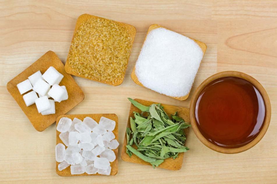 Natur und Industrie schenken uns eine große Auswahl an Zucker.