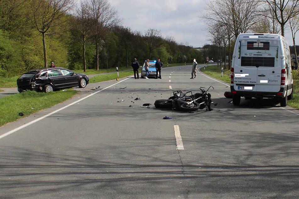 Der erste Unfall: Der Biker (43) verletzte sich schwer. Er brach sich unter anderem mehrere Knochen.