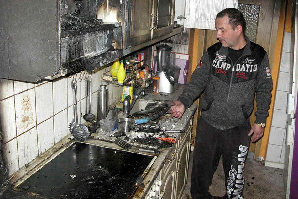 Jens Lämmel in seiner zerstörten Küche.