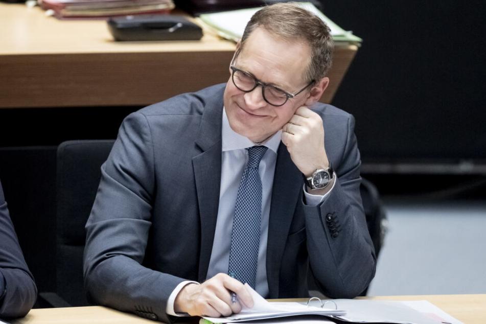 Berlins Bürgermeister, Michael Müller, verdeutlicht nochmals die Wichtigkeit des Welt-Frauentags.