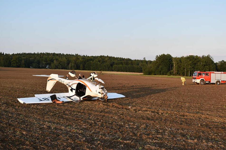Das Flugzeug landete auf dem Dach.