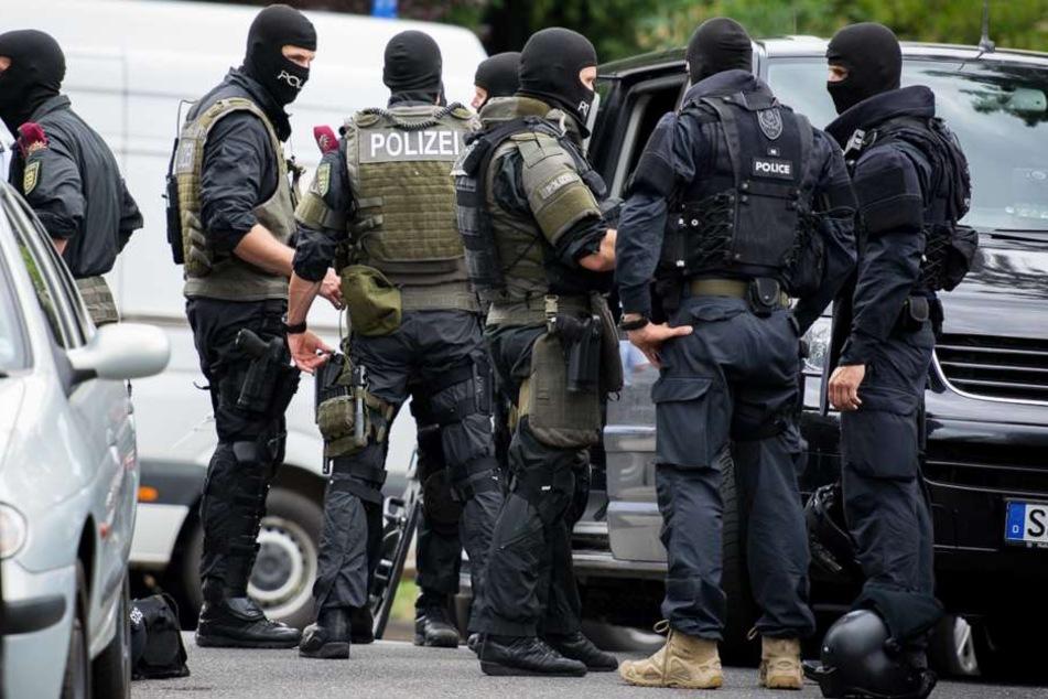 SEK-Beamte stürmten in der Nacht zum Freitag die Wohnung eines 41-Jährigen.