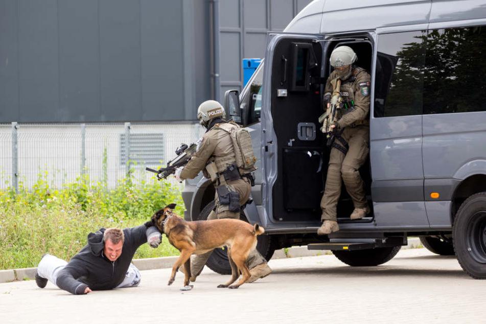 Das SEK der Polizei Frankfurt übt die Abwehr einer terroristischen Bedrohung.